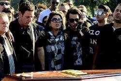 eyshila-e-familia-no-enterro-do-seu-filho